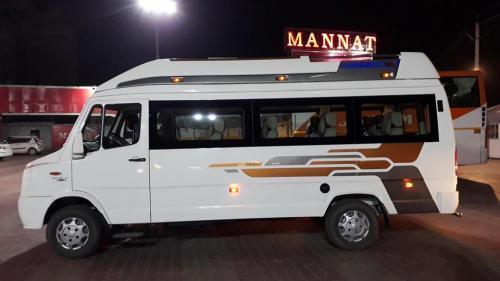 9 Seater 1x1 Maharaja Tempo Traveller