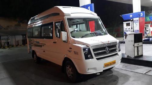 Exterior Maharaja 9 Seater Tempo